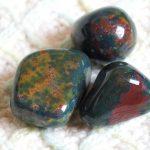 Aries y el Poder de las Piedras Preciosas