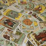 Aprende a consagrar y limpiar las cartas del Tarot